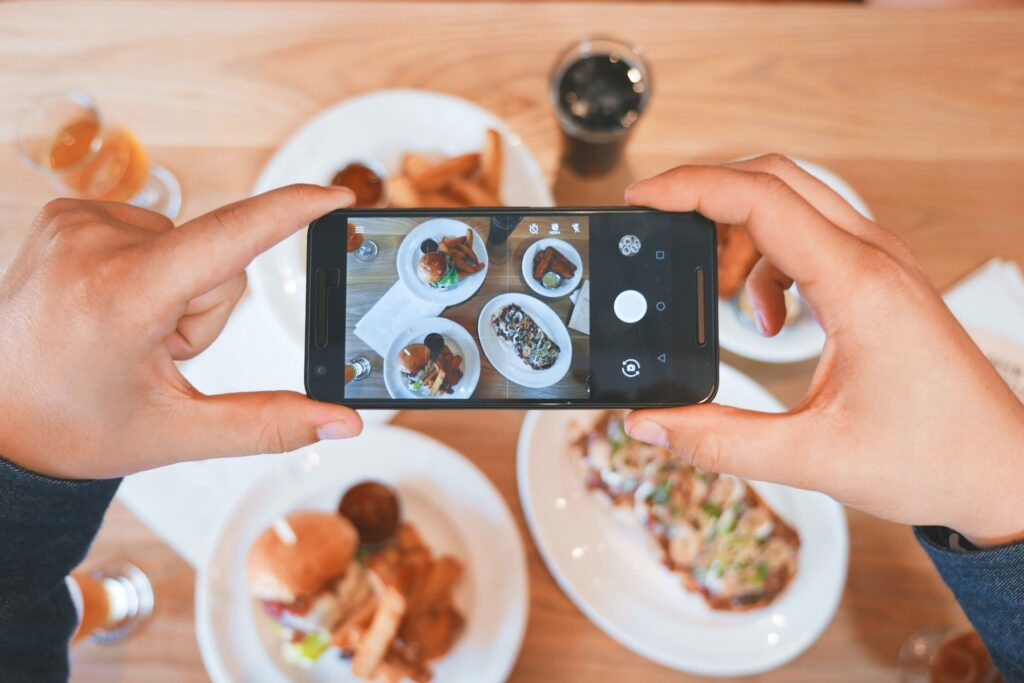role of social media in the food industry
